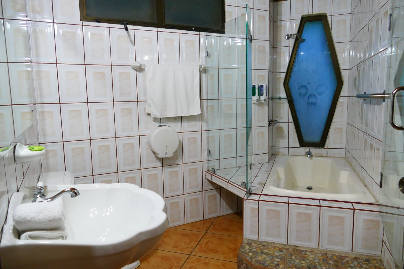 Bathroom with bath in the JS