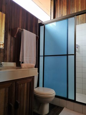 fully equiped bathroom in vista verde lodge